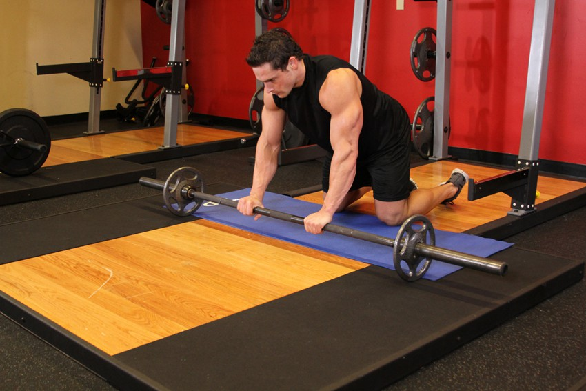 Exercise Barbell Ab Rollout - On Knees
