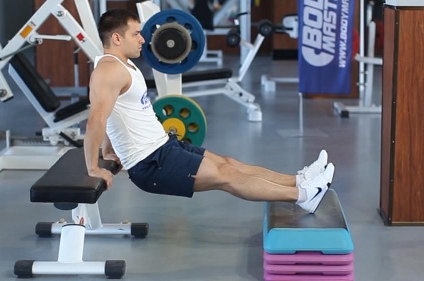 Упражнение Отжимания от скамьи из-за спины