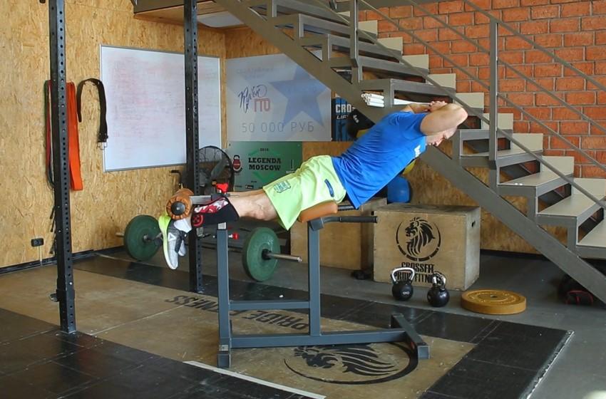 Упражнение Подъем туловища в тренажере