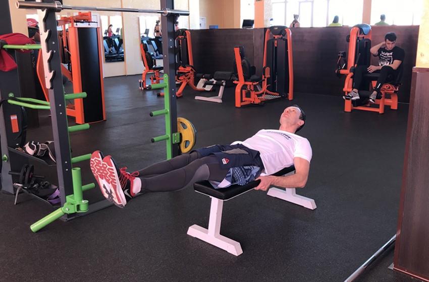 Exercise Flat Bench Lying Leg Raise