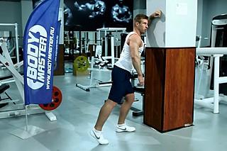 Растягивания широчайших мышц спины в упоре стоя