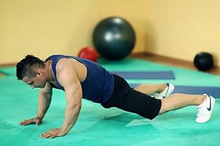 Растяжка внутренних мышц бедер