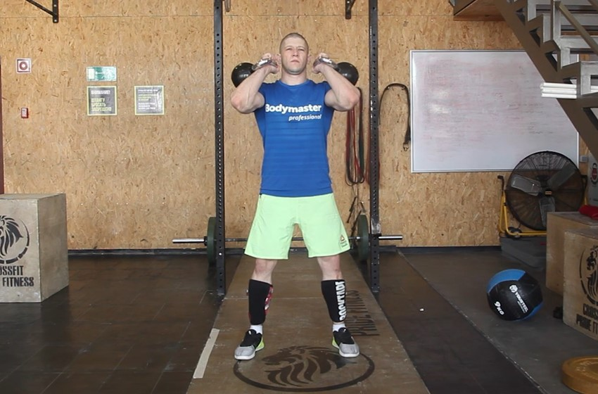 Exercise Front Squats With Two Kettlebells