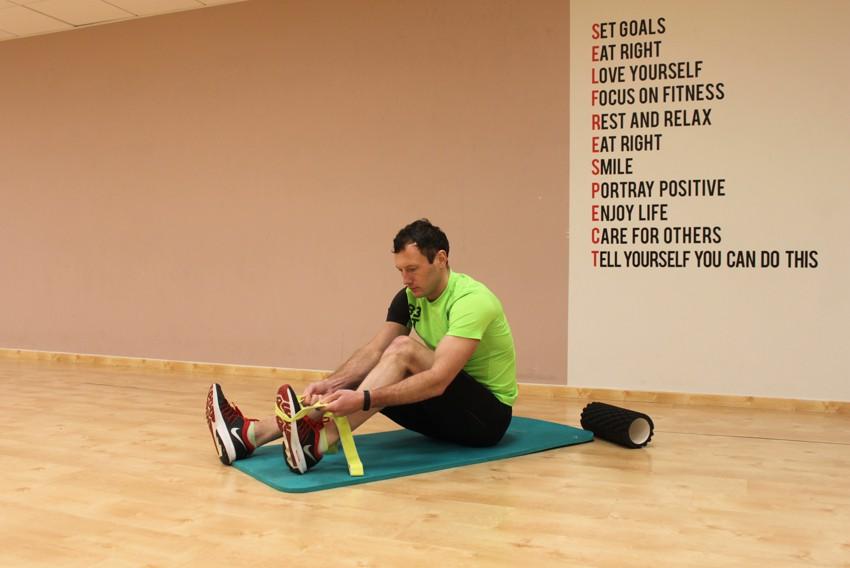 Упражнение Растяжка икр и мышц задней поверхности бедра сидя на полу