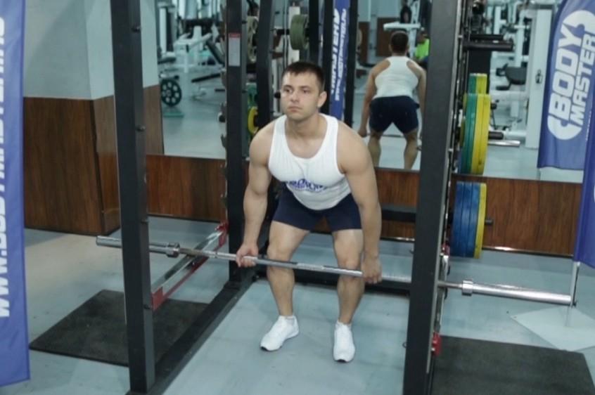 Упражнение Тяга в силовой раме