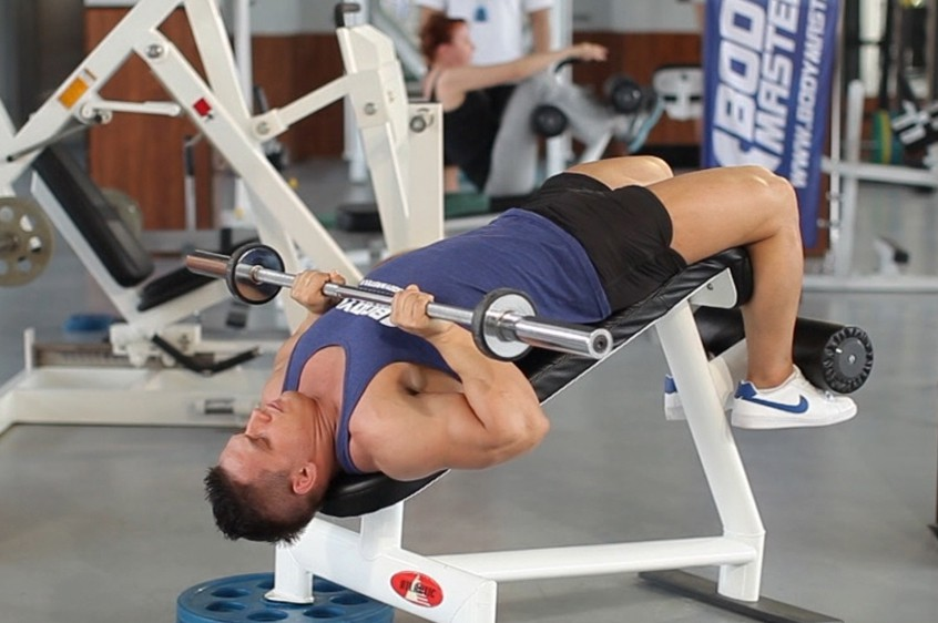 Exercise Decline Close-Grip Bench To Skull Crusher