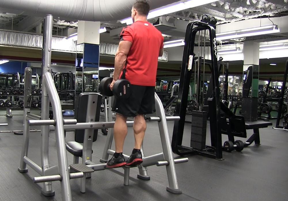 Exercise Подъем на носок с гантелей с помощью подставки