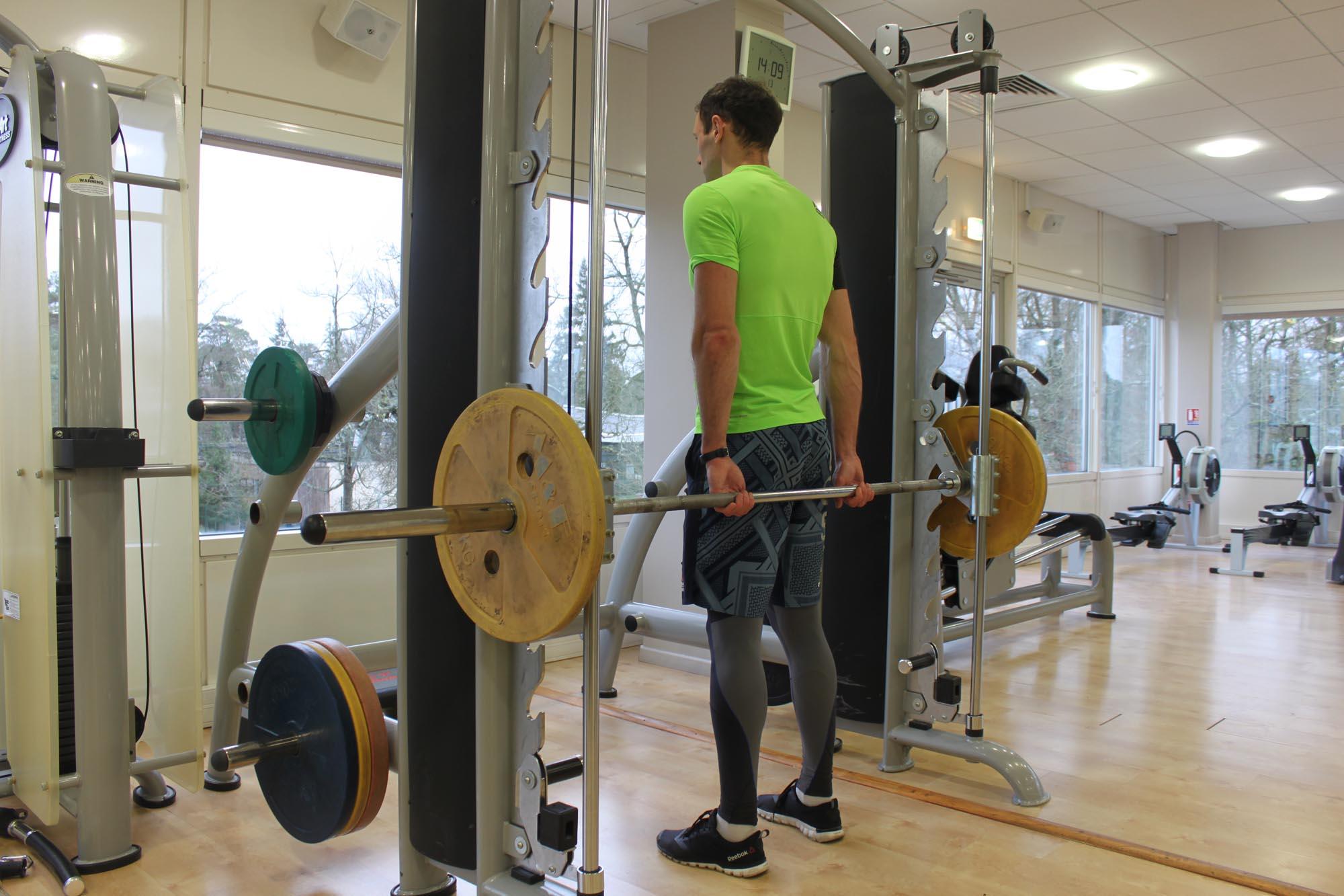 Exercise Smith Machine Behind the Back Shrug