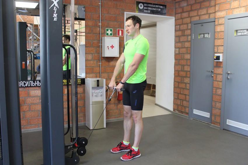 Упражнение Вертикальная тяга к груди нижнего блока