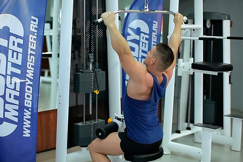 Exercise Wide-Grip Lat Pulldown