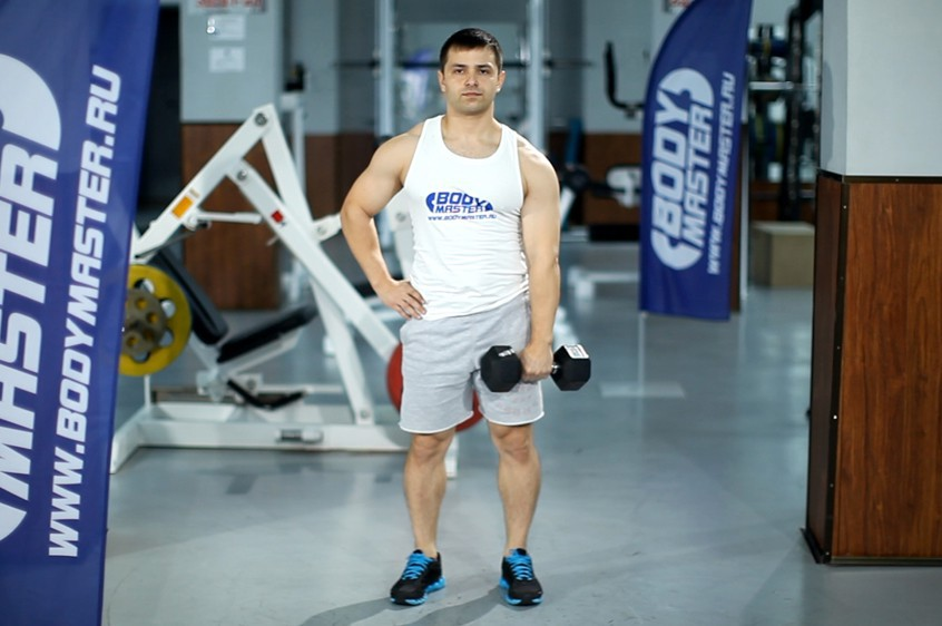 Exercise Dumbbell One-Arm Upright Row