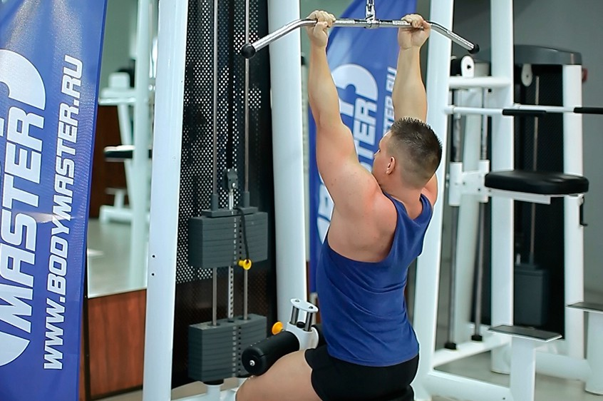 Exercise Underhand Cable Pulldowns